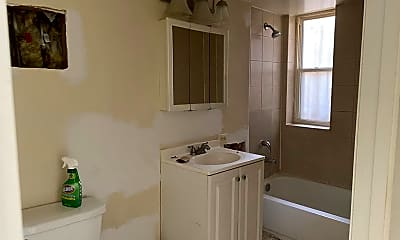 Bathroom, 4910 W Jackson Blvd, 2