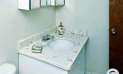 Bathroom, Larpenteur Manor Apartments, 2