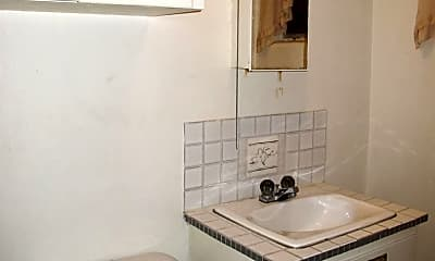 Bathroom, 93 NE Kettle St, 2