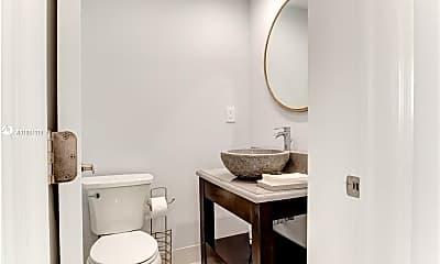 Bathroom, 465 NW 11th St 465, 2