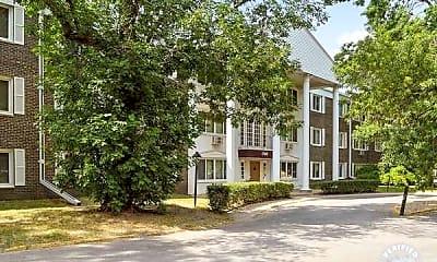 Building, Larpenteur Manor Apartments, 1