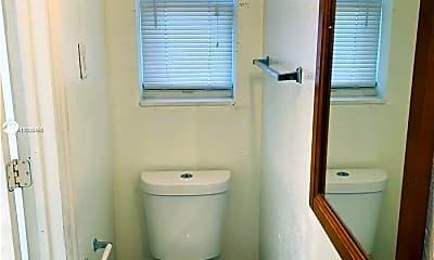Bathroom, 1265 SW 6th St 1, 2