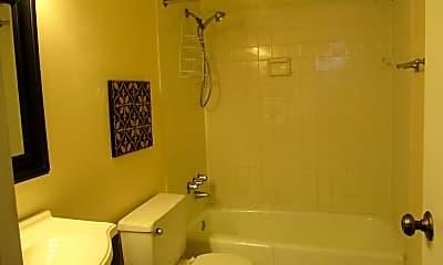 Bathroom, 5500 Holmes Run Pkwy 413, 2