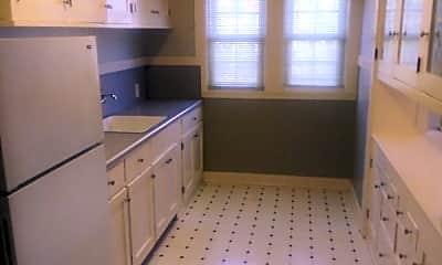 Bathroom, 428 Perkins St, 2