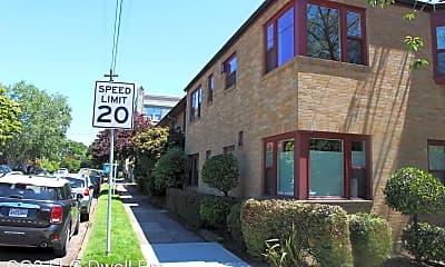 2114 NE Halsey St. #27, 1