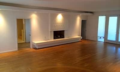 Living Room, 5308 Divot Cir, 1