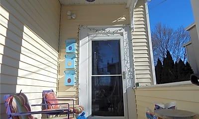 Patio / Deck, 40 Cottage Pl 3, 1