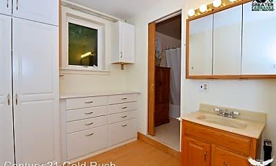 Bathroom, 690 El Rancho Dr, 1