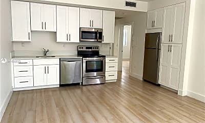 Kitchen, 942 Michigan Ave 5, 0