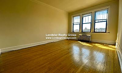 Living Room, 4539 N Leavitt St, 1