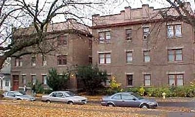 Building, 405 NE Oak St, 1