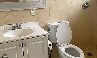 Bathroom, 1280 W 54th St 317B, 2