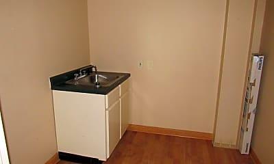 Kitchen, 1476 Columbia Hwy N, 2