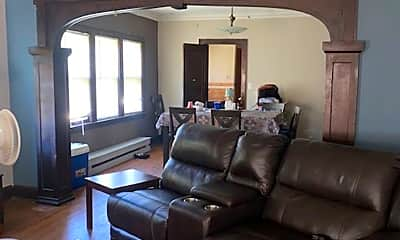 Living Room, 922 Queen Ave N, 0