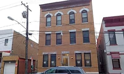 Building, 817 24th St 2R, 2