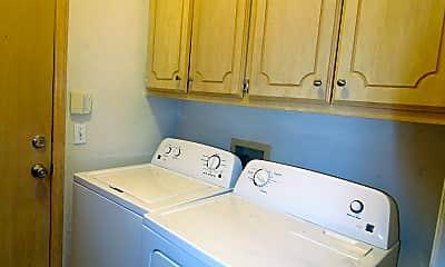 Bathroom, 927 Castle Rd, 2