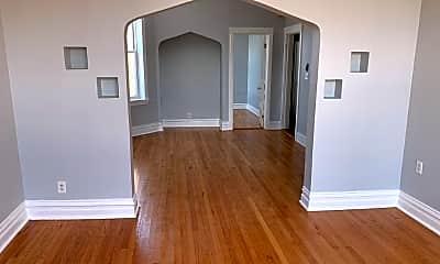 Living Room, 2831 N Milwaukee Ave, 0
