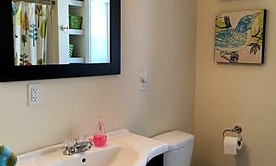 Bathroom, 424 Pennsylvania Ave, 2