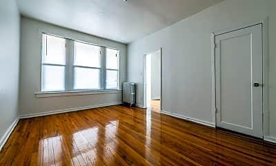 Living Room, 2900 E 91st St, 2
