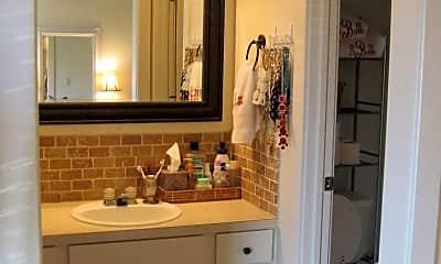 Bathroom, 711 W Douglas St, 2