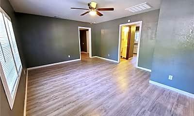 Living Room, 514 E Symmes St, 1