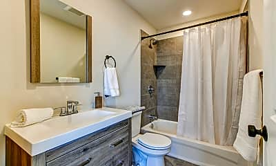 Bathroom, 492 Roxborough Ave., 2