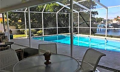 Pool, 310 N Isle Dr, 2