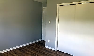 Bedroom, 5331 S Kilbourn Ave 5, 2