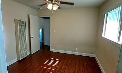 Living Room, 641 Kirkland Dr, 1