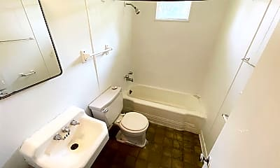 Bathroom, 980 Oakland St, 2