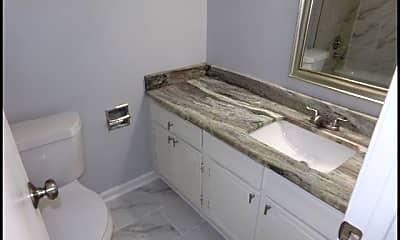 Bathroom, 1601 N Bryant #26, 2