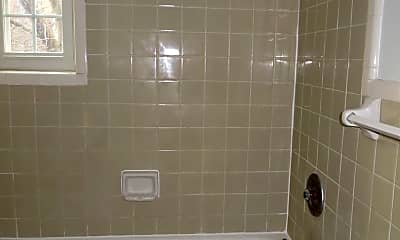 Bathroom, 2107 N Scott St, 2