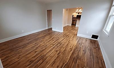 Living Room, 903 N Trumbull Ave, 2