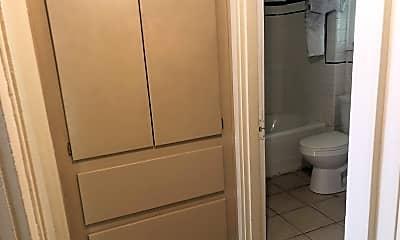 Bathroom, 120 Greenway St, 2