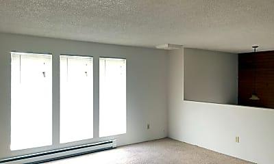 Living Room, 3920 S Bowdish Rd, 1