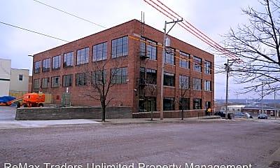 Building, 214 Pecan St, 2