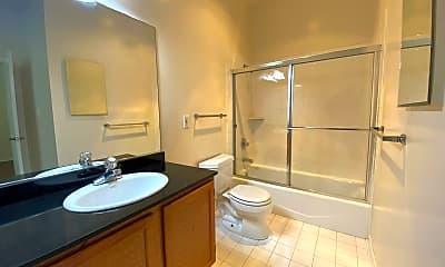 Bathroom, 1000 Howard St, 2