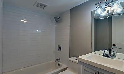 Bathroom, 2321 W Warren Blvd GRDN, 2