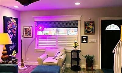 Living Room, 124 NE 20th Ct, 1