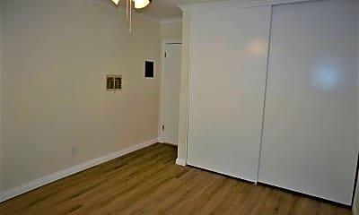 Bedroom, 905 S Cabrillo Ave, 2