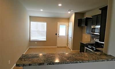 Living Room, 5009 Hunter Blvd, 2