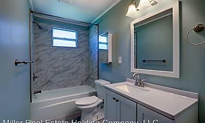 Bathroom, 759 E Anderson St, 1