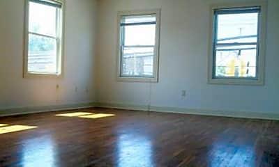 Living Room, 2450 Lemoine Ave, 1