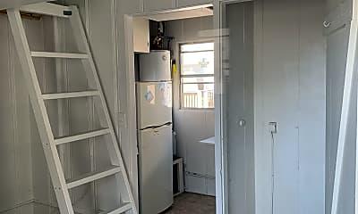 Bathroom, 712 Manhattan Ave, 2