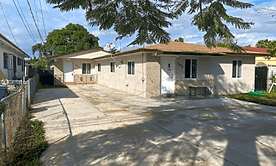 Building, 625 Biltmore Way, 1