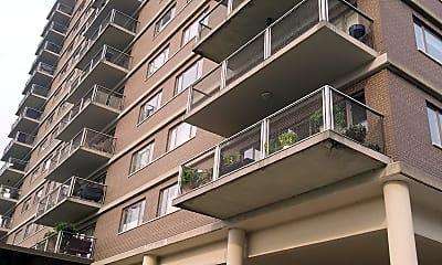 Highland Towers, 0