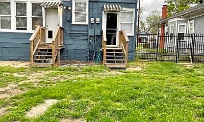 Patio / Deck, 5608 Tremont St, 2