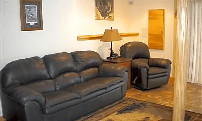 Living Room, 927 Cedar St, 1