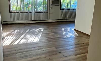 Living Room, 100 S Prairie Ave, 1