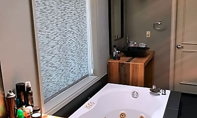 Bathroom, 2020 E 46th St, 2